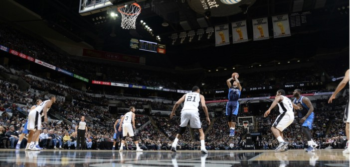 Mavs crush Spurs; even up series