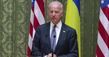 Biden tells Ukrainian leaders US stands with them