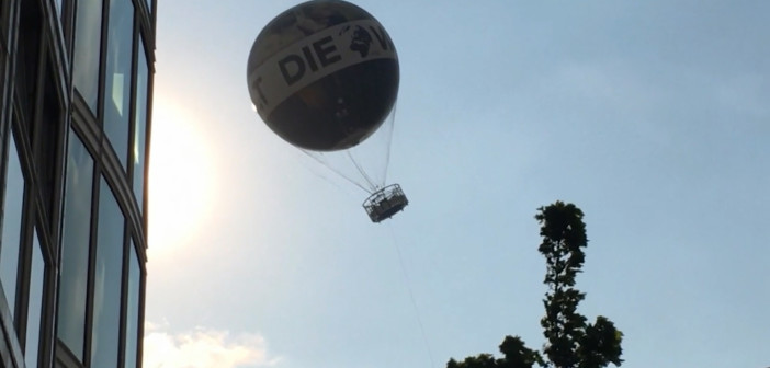 Gusty winds in Berlin terrify people in passenger balloon