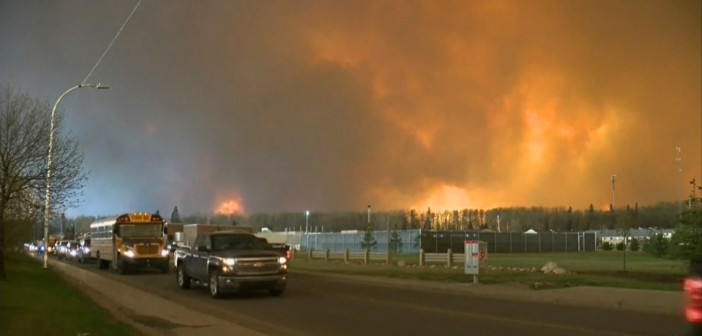 Wildfire forces residents to evacuate Canadian town