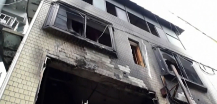 People hold blanket to save mom, kids from fire in S. Korea